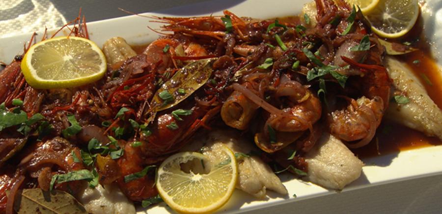 Escabeche van verse makreel & garnalen, pepers en kruiden