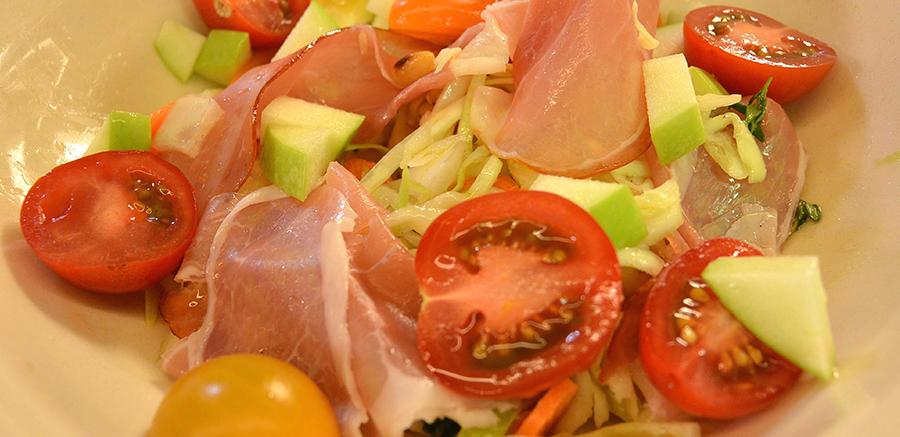 Koolsalade met echte ham & pompoenpitolie dressing