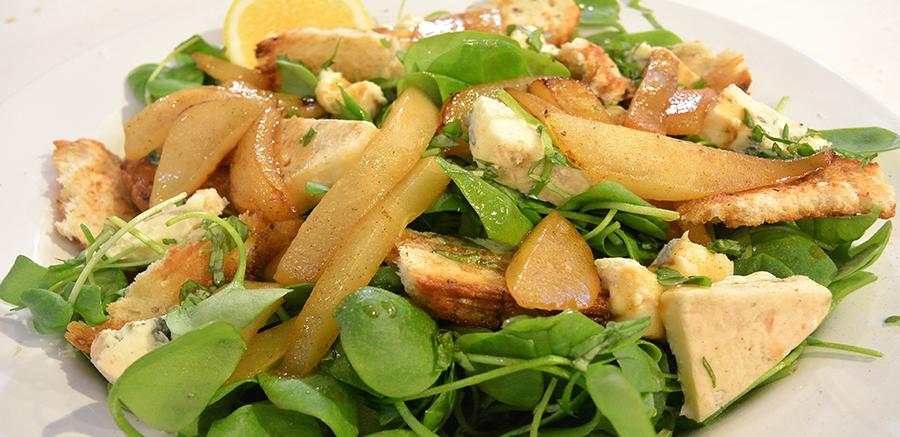 Gebakken peren, blauwe kaas en basilicum met postelein uit Kimswerd