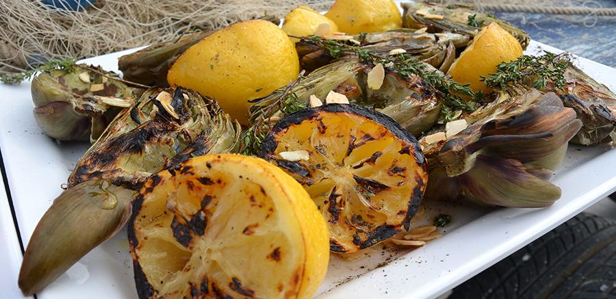 Salade van artisjokken, citroen en amandelen