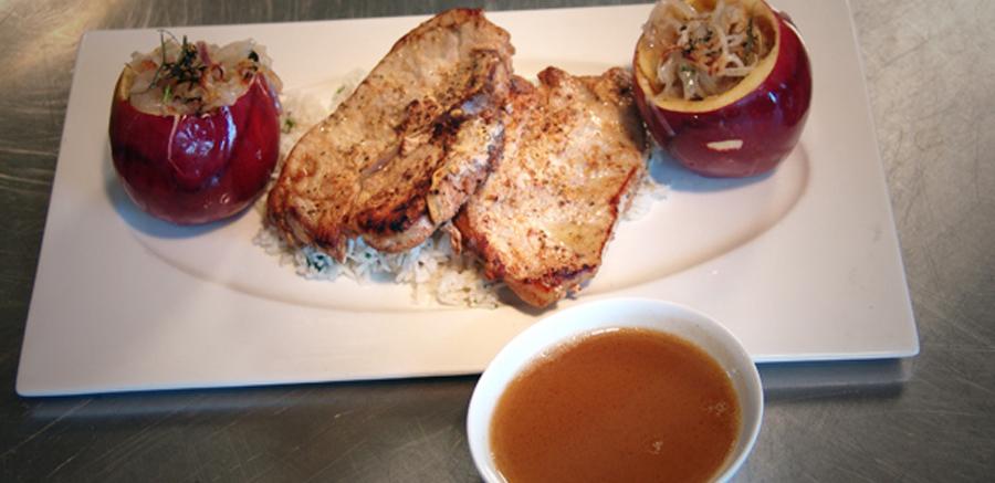 Varkenskarbonade & Appel gevuld met salie en gecarameliseerde sjalotten
